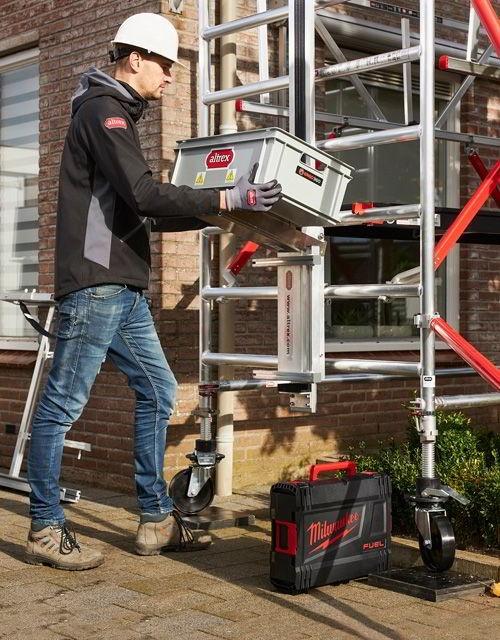 Suporte com caixa para elevação de ferramentas e objetos